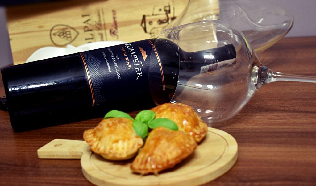 Wino Cabernet Sauvignon i jedzenie empanadas