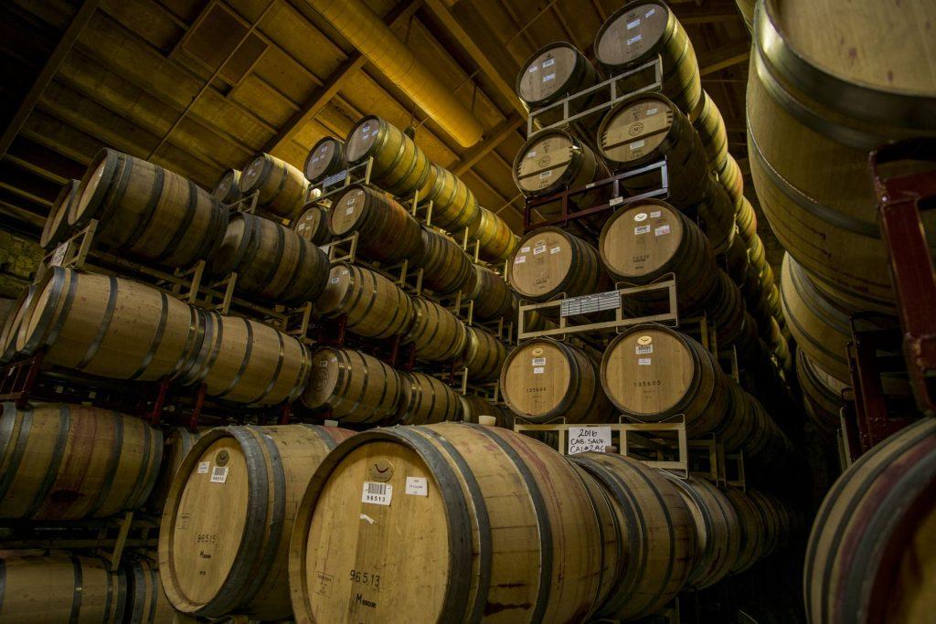 Starzenie wina, dębowe beczki z winem