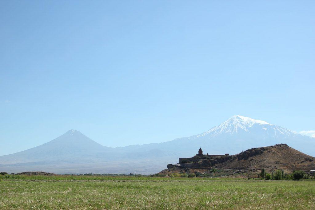 Świat wina, historyczna góra Ararat, Armenia