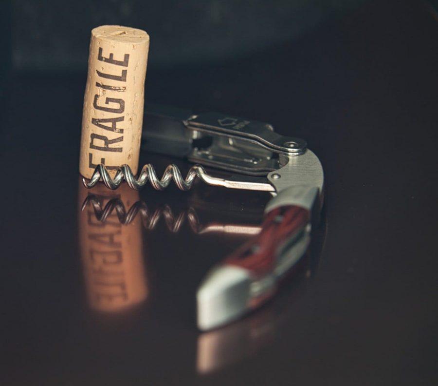 Pomocnik kelnera - otwieranie wina